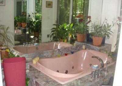Master bathtub BEFORE